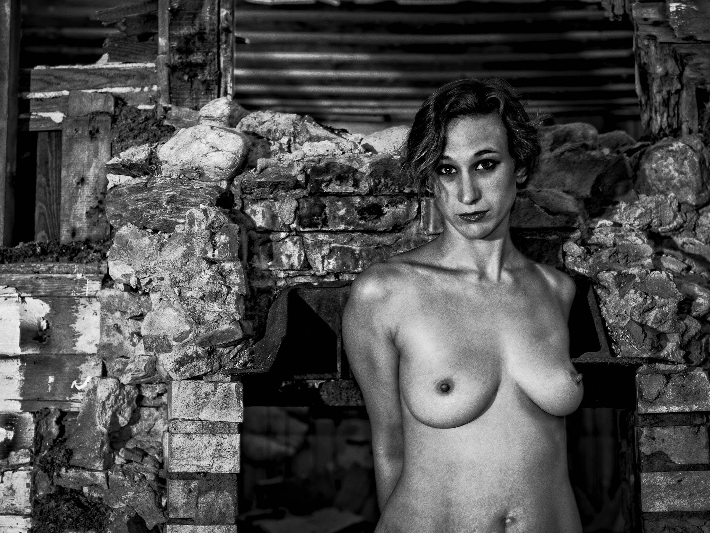 Lianne Berkshires abandoned Farm House Naked Venus Caged Best fine art Nude Photographer Wick Beavers Portrait Las Vegas NV LA CA NYC NY